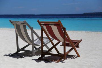 Leżaki na plaży