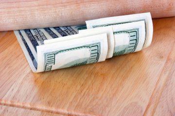 jak schować pieniądze na wakacjach
